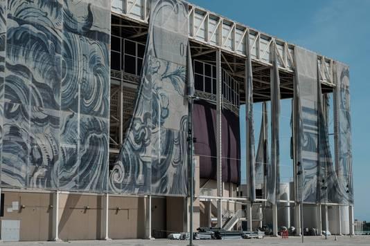 De pui van het Olympisch zwemstadion staat zes maanden na de Spelen in Rio op instorten.