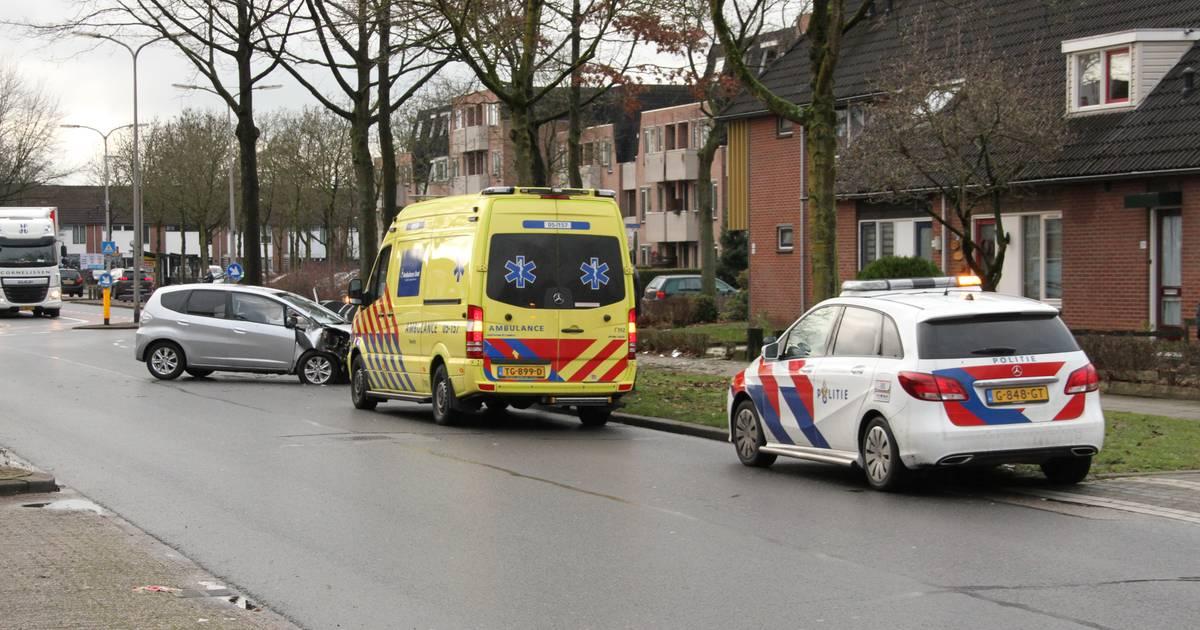 Twee gewonden bij eenzijdig ongeval in Almelo.