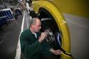 """Rinus van den Boomen, nu 40 jaar bij DAF: ,,We maken een klasse auto."""" Foto Kees Martens/fotomeulenhof"""