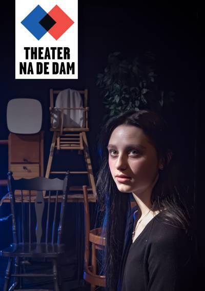 Jeugdtheater sluit in Bredase Paul Windhausenweg Dodenherdenking af