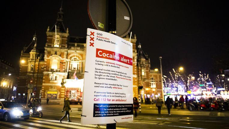 Een waarschuwingsbord in het centrum van Amsterdam. Beeld null