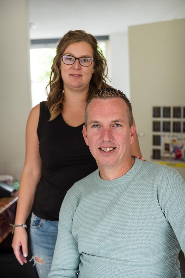 Roy Scholten uit Nijverdal, hier met zijn vrouw Corine, heeft zijn geld van goede doelenplatform Dream or Donate weer terug.