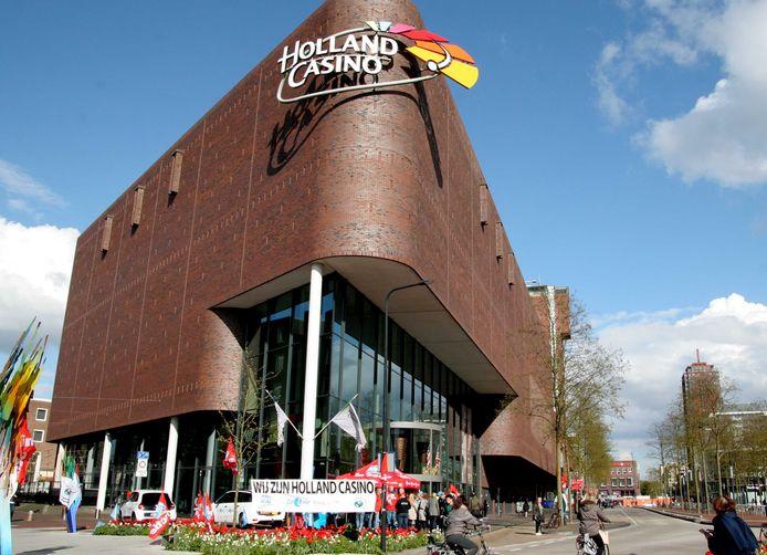 Het personeel van Holland Casino in Enschede voert actie voor een betere CAO