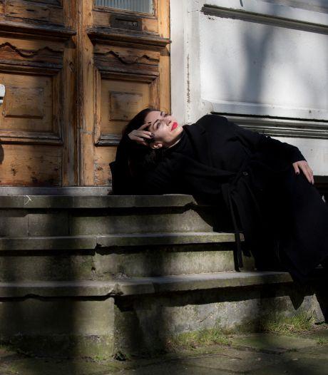 Nazmiye Oral neemt het stokje over van Sinan Can: 'Ik hoop dat lezers zich herkennen'