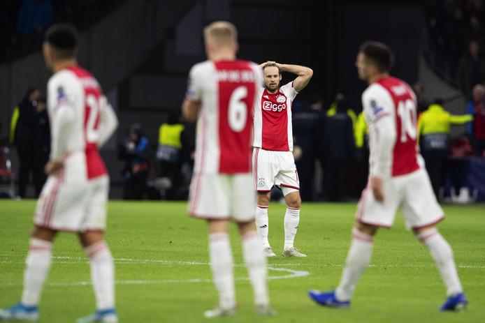 Daley Blind baalt na de nederlaag tegen Valencia.