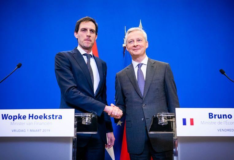 Minister Wopke Hoekstra van Financien en zijn Franse ambtgenoot Bruno Le Maire geven een persconferentie. Zij troffen elkaar om de situatie rond Air France-KLM te bespreken. Beeld ANP