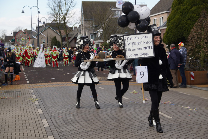 Optocht SDtiphout Foto 337 over Prins Jan lid van Fanfare de Vooruitgang in Stiphout.