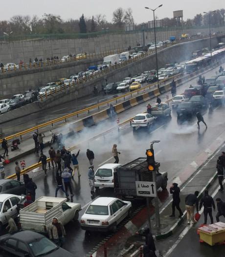 Rellen in Iran: benzineprijs stijgt van 22 naar 32 cent per liter