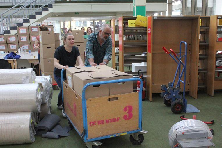 De bib in De Werf zag er gisteren zo uit: stapels dozen die staan te wachten op de verhuis.