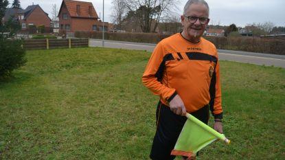 """Oudste assistent-scheidsrechter van Vlaams-Brabant stopt na dit seizoen: """"Als supporters iets roepen, gaat het mijn ene oor in en het andere weer uit"""""""