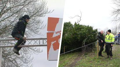 Dennis zorgt voor chaos tijdens cross in Hulst: boom valt op parcours en later komt ook finishboog los