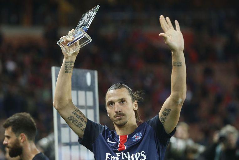 Ibrahimovic ontving eind vorig jaar de prijs voor topscorer aller tijden van Paris Saint-Germain in competitieverband. Beeld AFP
