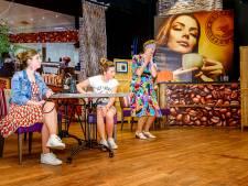Toneelclub 't Coulisse uit Standdaarbuiten wil de mensen vermaken met klucht