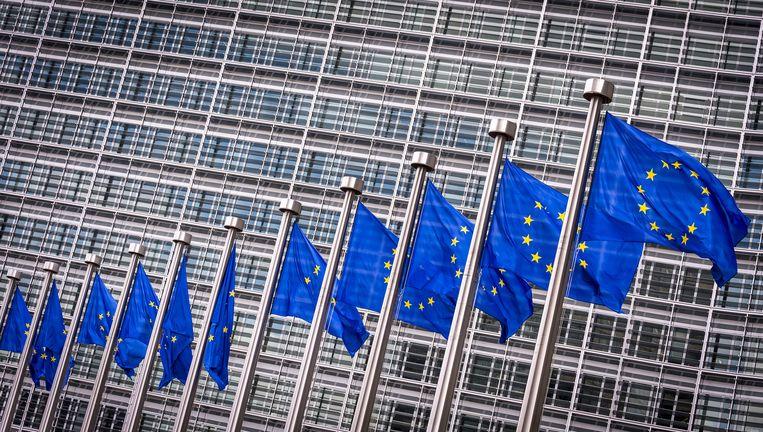 Vlaggen voor het Berlaymont gebouw in Brussel. Dit is het hoofdkantoor van de Europese Commissie. Beeld anp