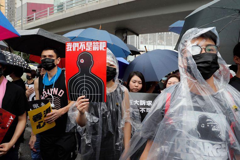 Veel demonstranten dragen uit voorzorg maskers tegen de mogelijke inzet van traangas.