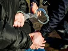 Man uit Kaatsheuvel met drugs op zak rijdt zonder licht rond op gestolen fiets