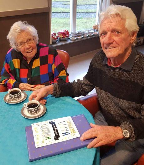 Gerard (91) na jaren toch herenigd met zijn vrouw Riet (87): 'Als een kind zo blij'
