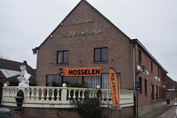 Het restaurant ligt langs de Oudenaardsesteenweg op de grens van Oosterzele met Zottegem.