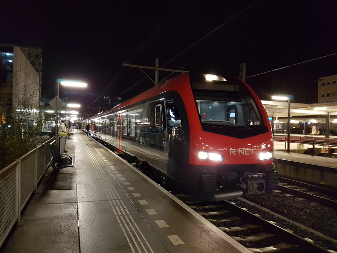 R-Net trein op NS-station Gouda