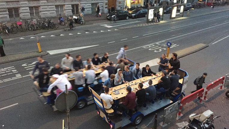 Aangrenzende stadsdelen vrezen de komst van de bierfiets, nu de binnenstad vanaf vandaag tot verboden gebied is verklaard Beeld Eva de Vos