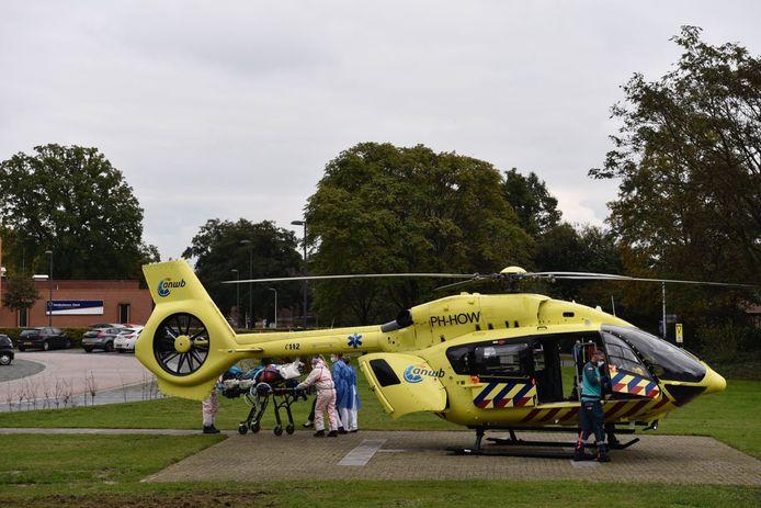 De helikopter is maandagmiddag geland bij het ZGT in Almelo