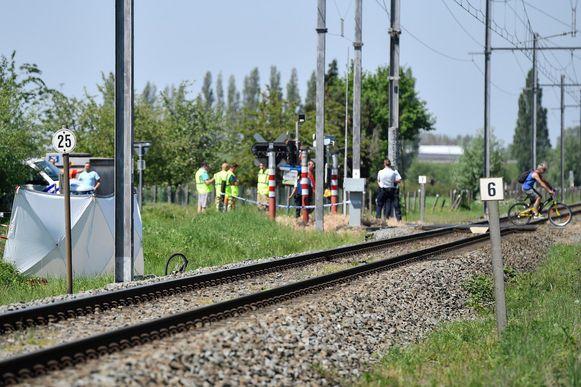 Aan de spooroverweg in Goeiende werd de fietser gegrepen door een trein.
