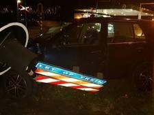 Bestuurder (22) ramt auto tegen verkeersbord