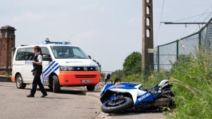 Geseinde twintiger laat motor achter bij achtervolging politie