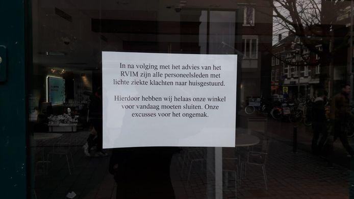 Briefje op de deur bij Pearl in Breda.