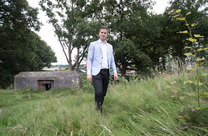 Simon Roelofsen bij de kazemat in het zuidelijk gedeelte van Fort aan de Buursteeg.