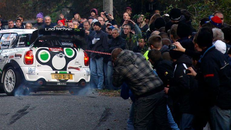 De fatale rit werd nog even uitgesteld omdat er te veel publiek langs de weg stond.