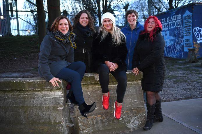 Vlnr: Hadeline Vorselaars (gemeente), Lisa en Wieteke (klankbordgroep Seksworks), Minke Dijkstra (onderzoekster) en Wendy (Seksworks).