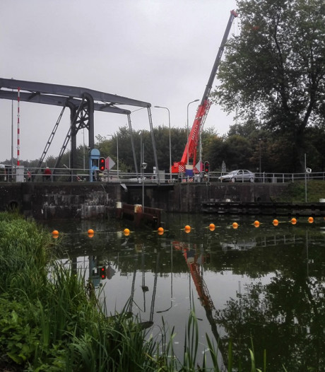 Scheepvaartverkeer door Sluis IV Haghorst de hele week gestremd