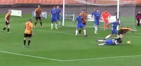 Speler veroorzaakt penalty met 'omgekeerde' schwalbe