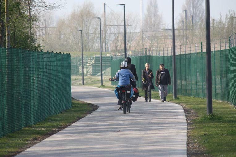 Heel wat fietsers en wandelaars maken al gebruik van het fietspad