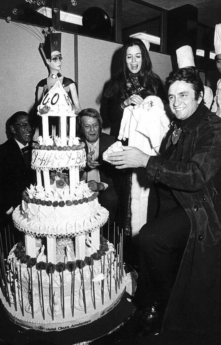 Johnny Cash wordt 40 jaar tijdens het Grand Gala. Beeld anp