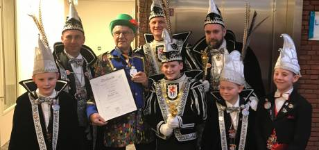 Geen drie, maar vijf commandeurs en één kei in 's-Heerenberg