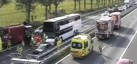 Un bus belge avec des enfants à bord percute une voiture dans le sud des Pays-Bas