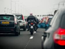 Ongeval op A16 bij Moerdijkbrug zorgt weer voor file