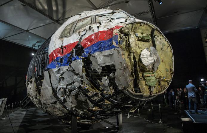 Voor het onderzoek is met de wrakstukken een deel van het toestel van Malaysia Airlines gereconstrueerd.