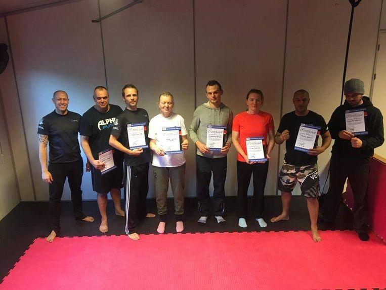 Gert Van Broeck (tweede van links) behaalde als eerste landgenoot een erkenning als Kids Streetdefense-instructeur.