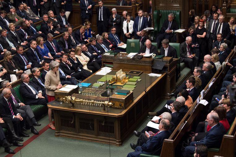 Theresa May spreekt het Britse Lagerhuis toe. Beeld EPA