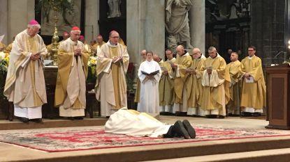 Lode Van Hecke onder massale belangstelling tot bisschop gewijd