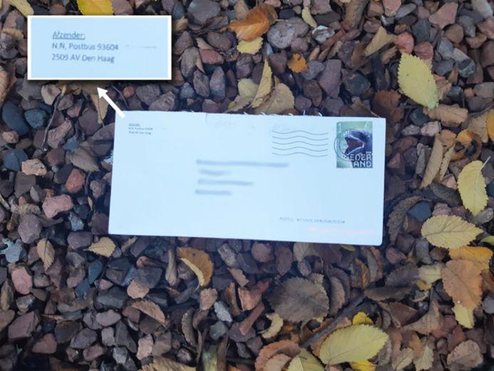 Een foto van een van de poederbrieven.