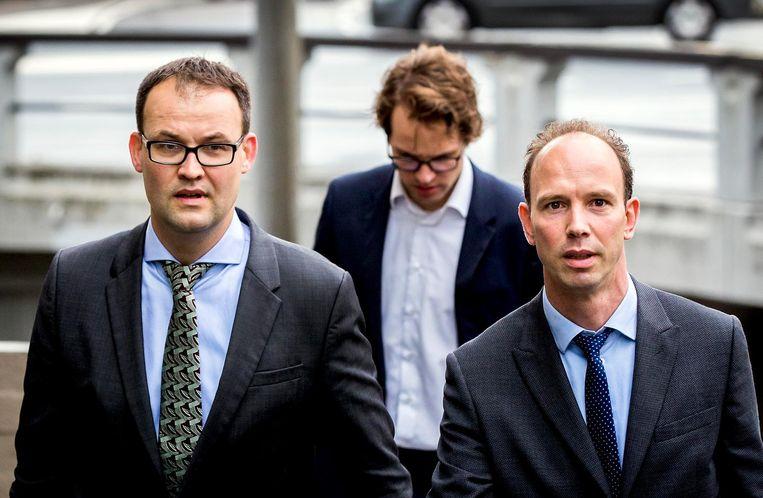 Malewicz en Janssen komen aan bij de pro forma zitting in de strafzaak tegen Willem Holleeder in 2016. Beeld anp