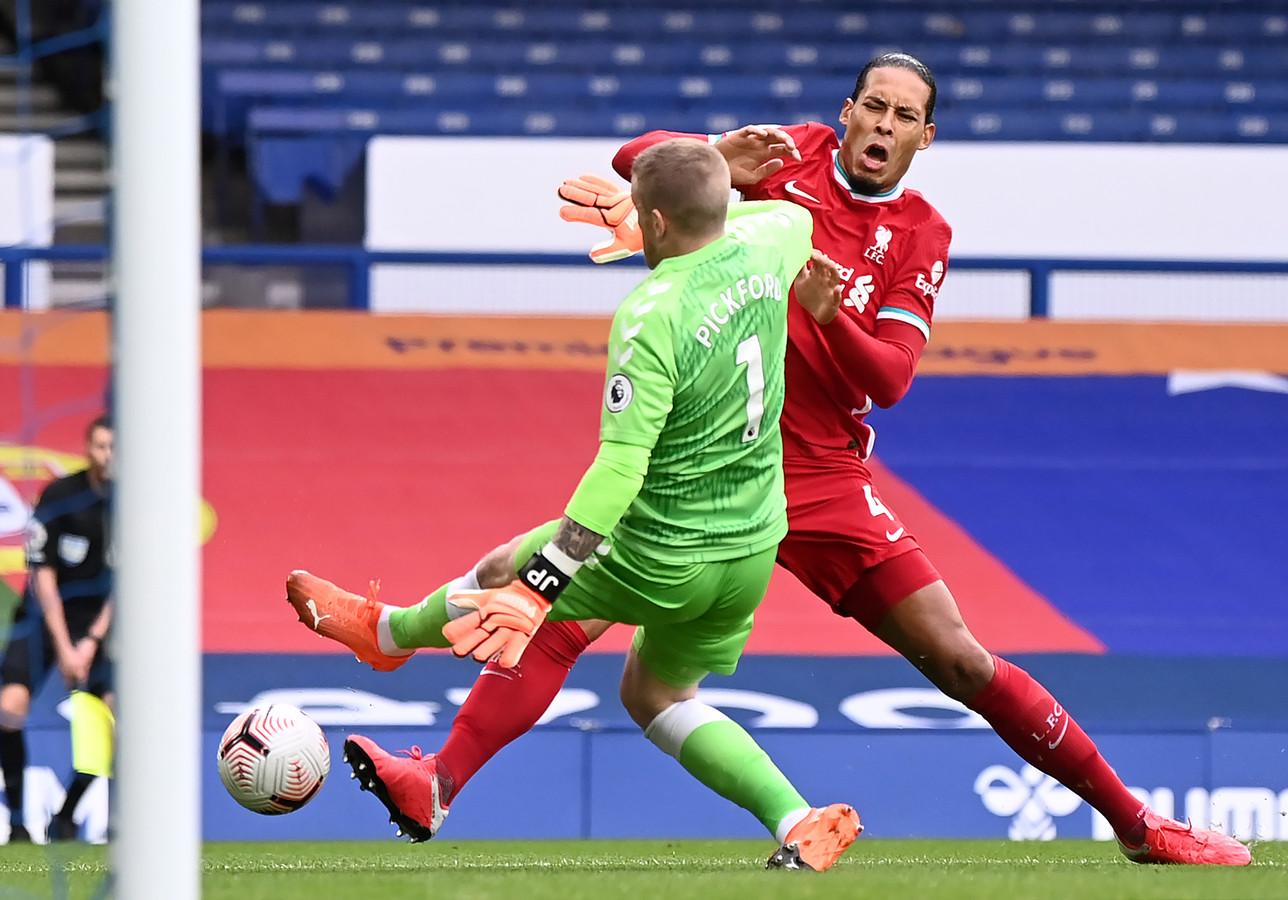 Pickford blesseert Van Dijk.