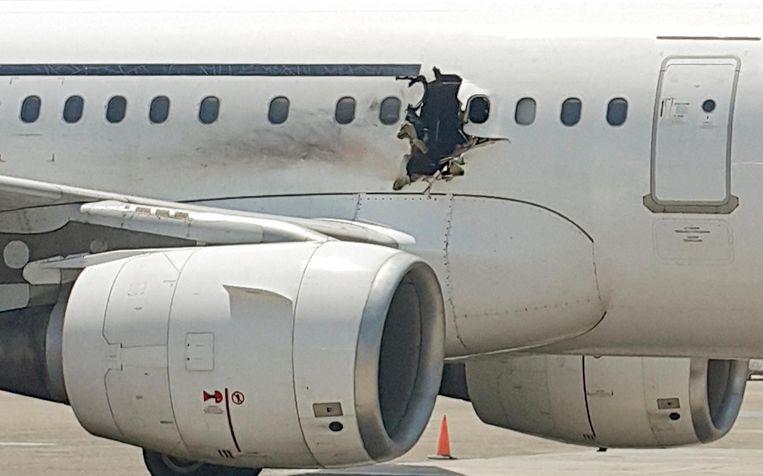 Het in 2016 door een bom getroffen toestel van Daallo Airlines. De bom was verstopt in een laptop. Beeld AP