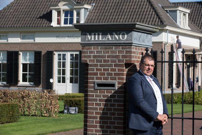 Bennie Roozegaarde bij zijn huis aan de Halseweg, net buiten Zelhem.