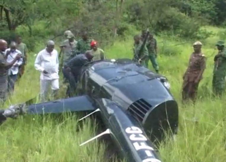 Afgelopen januari schoten olifantenstropers een helikopter neer die assisteerde bij de opsporing van stropers in een wildpark. De Britse piloot kwam om het leven. Beeld AP