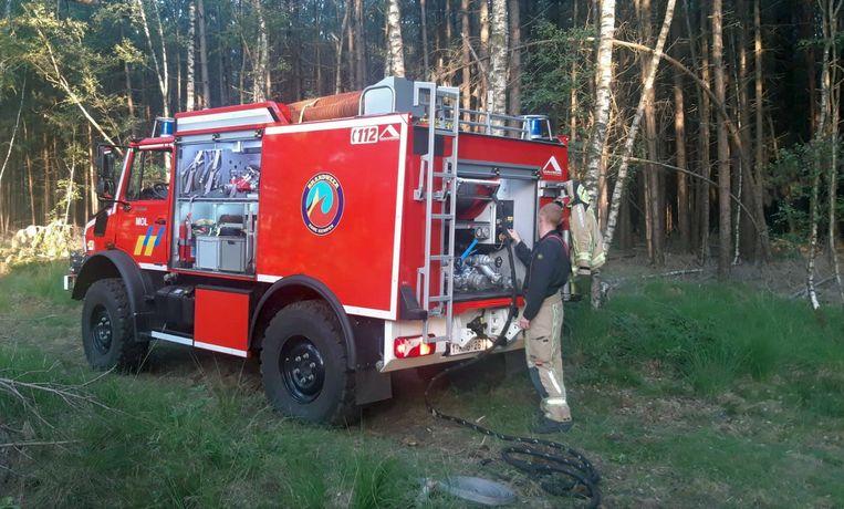 Een stukje bos in de Reuselseweg in  Postel had zondagnamiddag vuur gevat. Zondagavond moest de brandweer terugkeren omdat het vuur opnieuw opflakkerde.